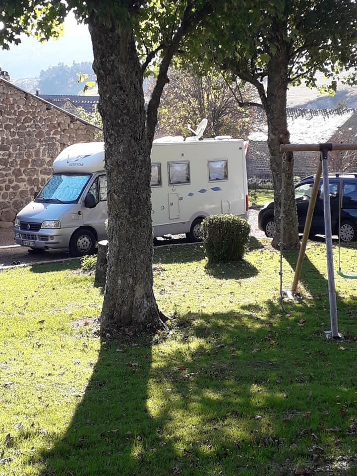 Aire camping-car à Châteauneuf-de-Randon (48170) - Photo 2